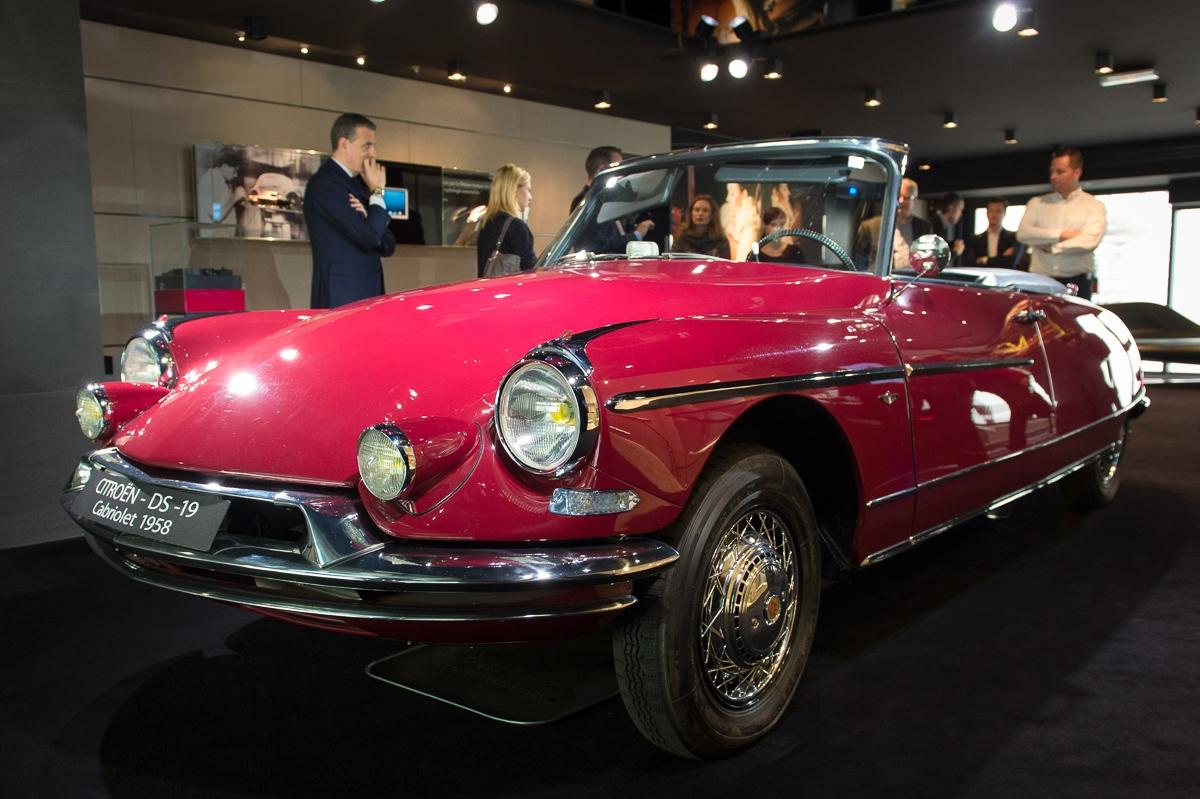 1958-citroen-ds-19-chapron-cabriolet-rot-leder-schwarz-ds-world-paris-01