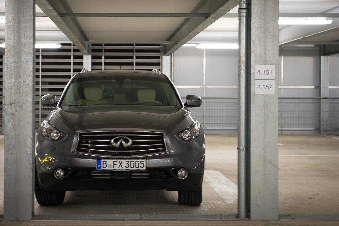 2012-infiniti-fx30d-s-premium-02