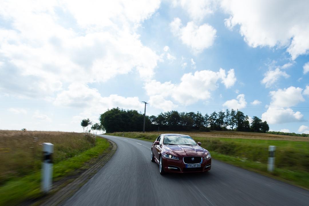 2012-jaguar-xf-rot-001