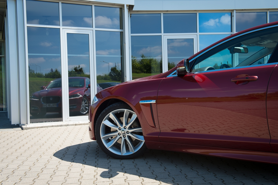 2012-jaguar-xf-rot-015