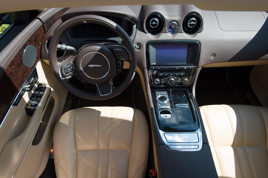 2012-jaguar-xj-schwarz-010