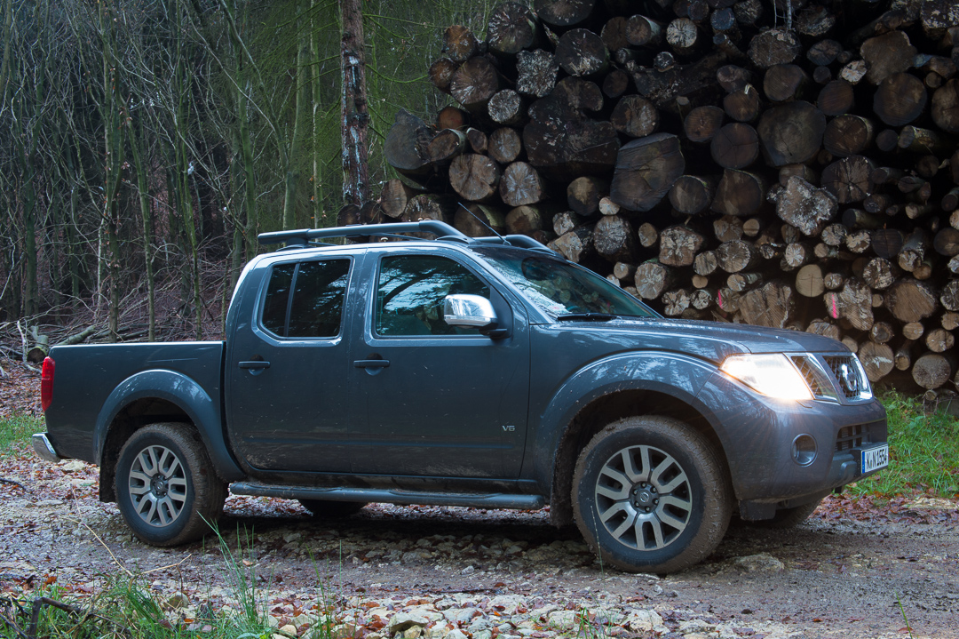 vom wald auf die autobahn mit dem 2012 nissan navara double cab 4 4 v6 le 3 0 dci auto geil. Black Bedroom Furniture Sets. Home Design Ideas