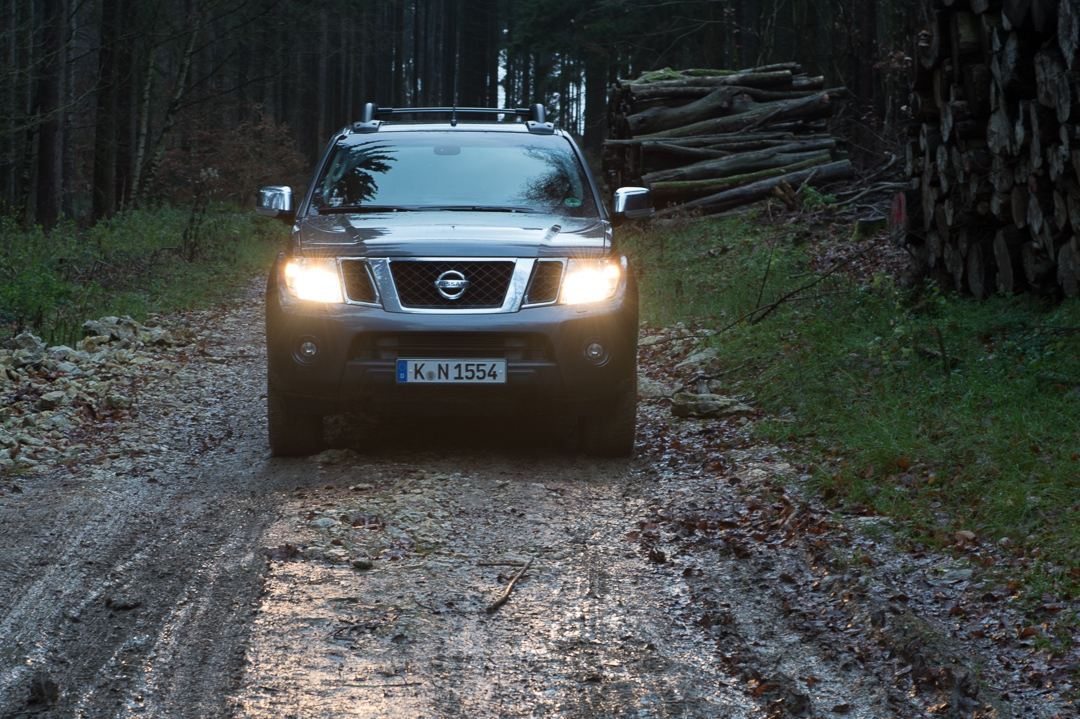 2012-nissan-navara-double-cab-4x4-v6-le-30dci-at-003
