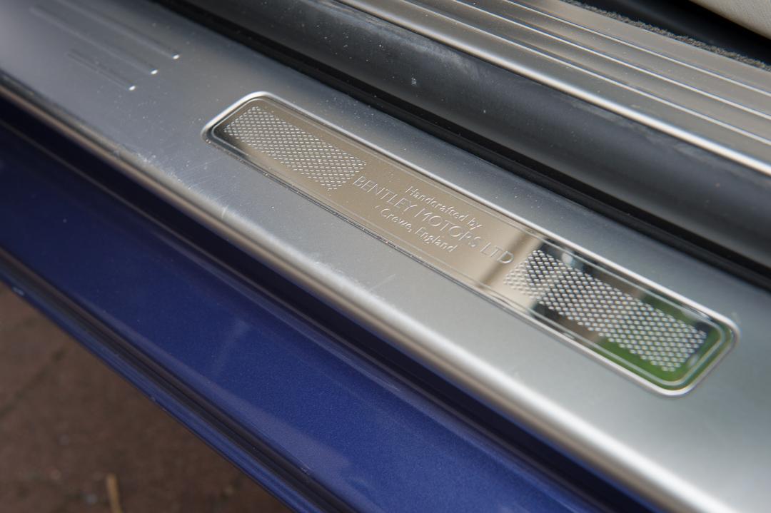 2013-bentley-continental-gtc-w12-blau-33