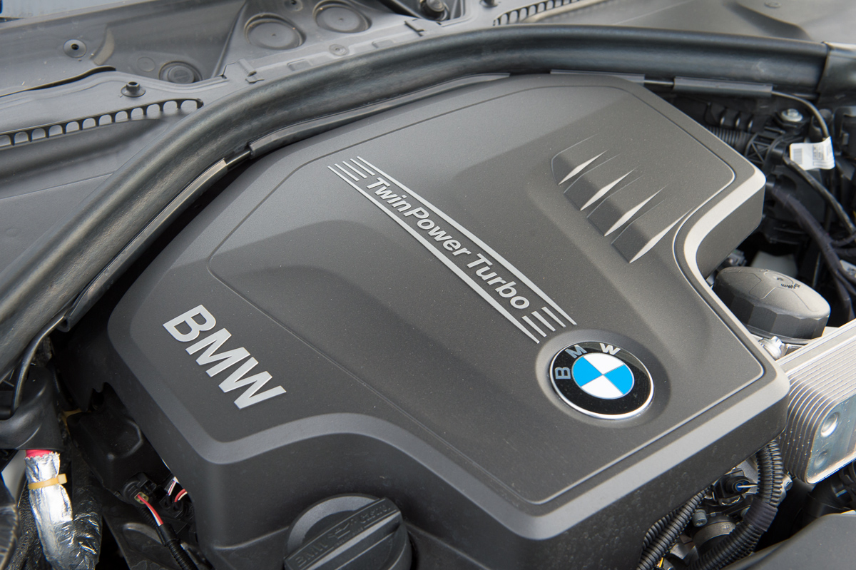 2013-bmw-328i-touring-weiss-10