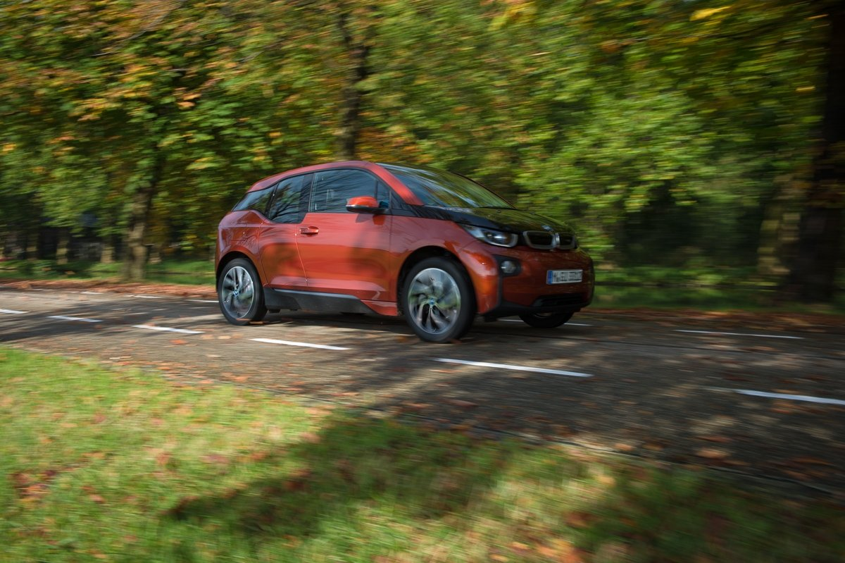 2013-bmw-i3-solar-orange-suite-38