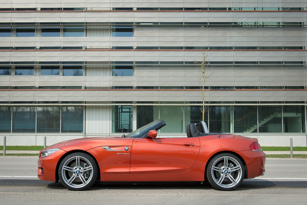 2013-bmw-z4-sdrive35is-valencia-orange-metallic-02