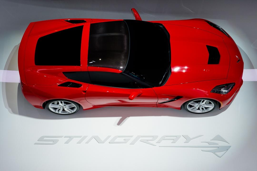 naias-2013-chevrolet-corvette-c7-rot-001