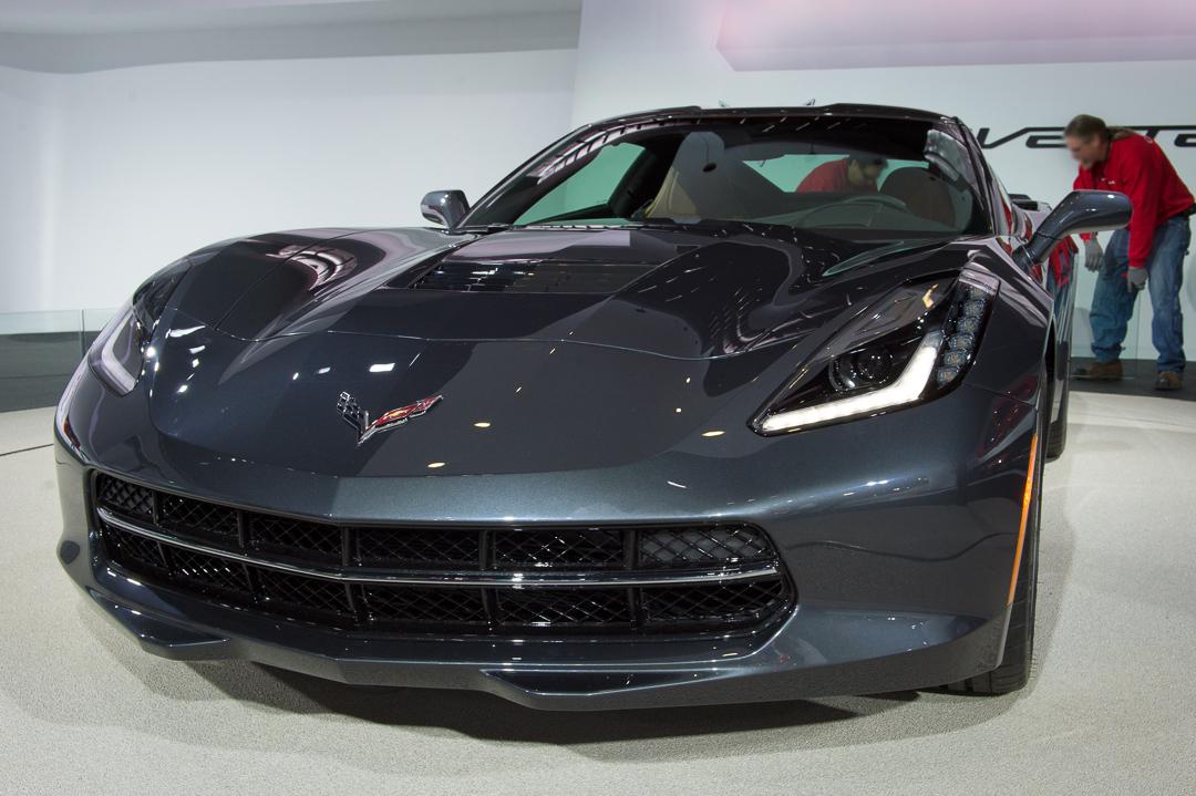 naias-2013-chevrolet-corvette-c7-grau-005