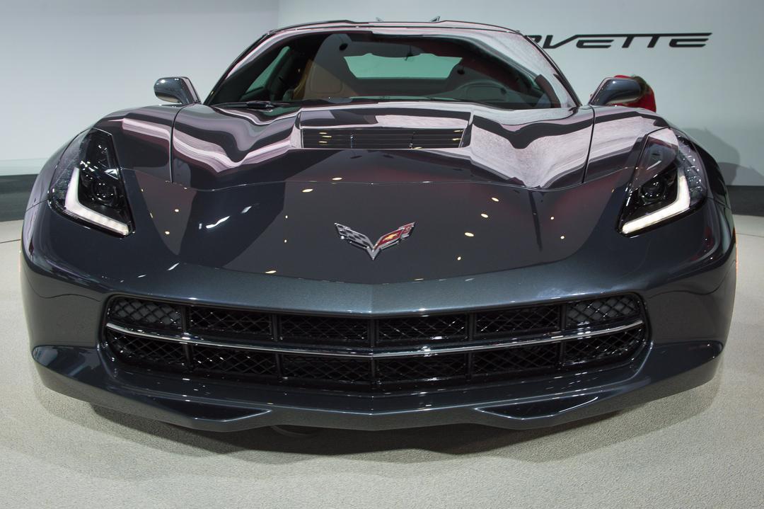 naias-2013-chevrolet-corvette-c7-grau-007