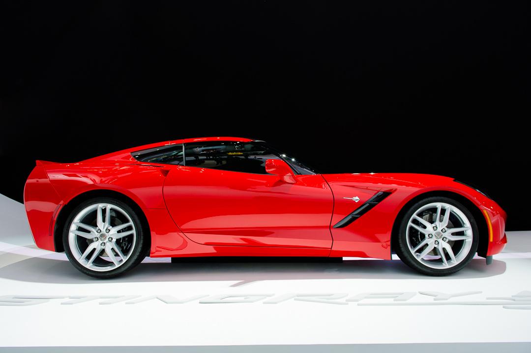 naias-2013-chevrolet-corvette-c7-rot-002