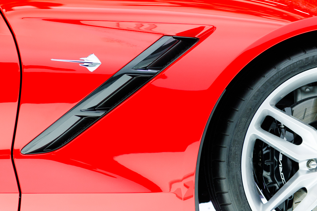 naias-2013-chevrolet-corvette-c7-rot-003