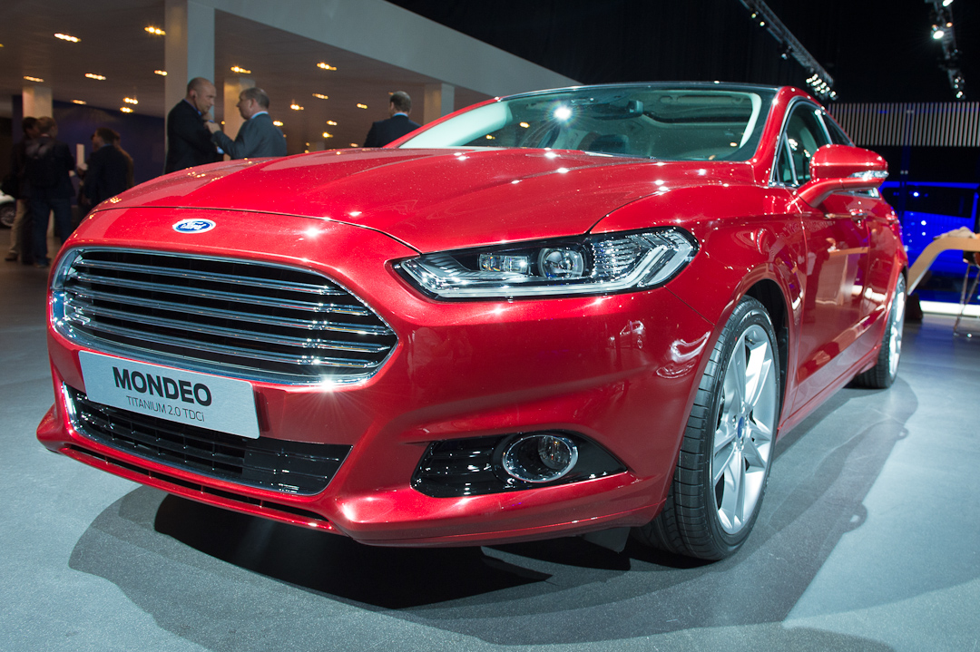 2012-ford-mondeo-hatchback-coupe-titanium-20-tdci-red-rot002