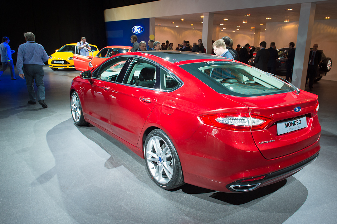 2012-ford-mondeo-hatchback-coupe-titanium-20-tdci-red-rot005