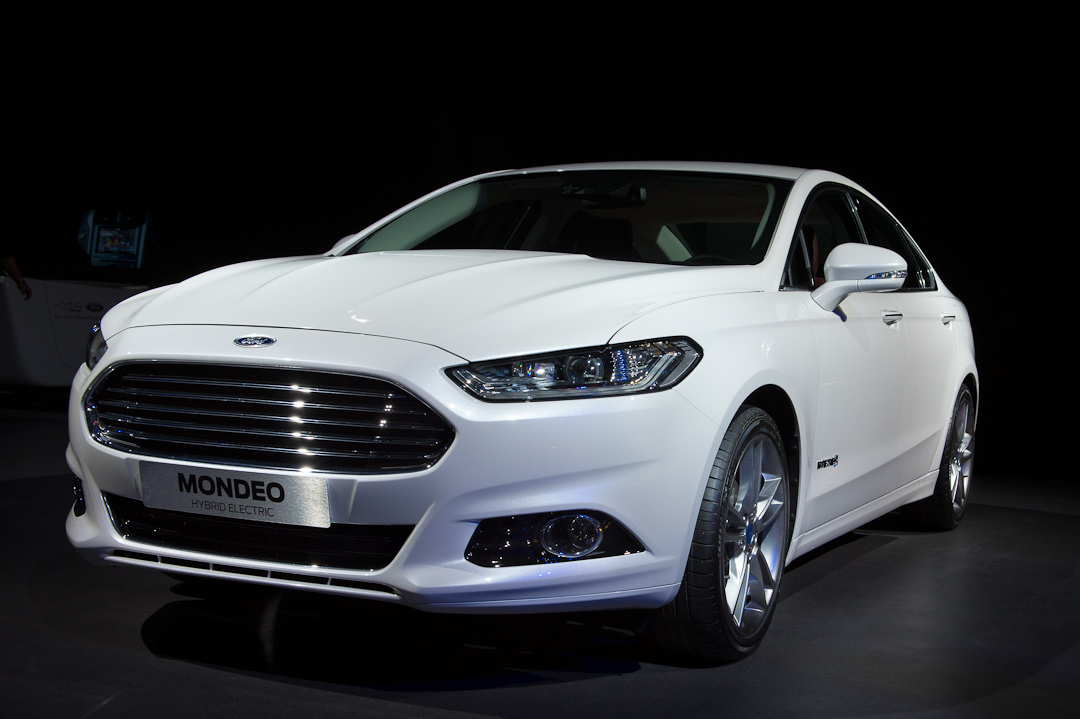 2012-ford-mondeo-sedan-limousine-hybrid-electric-white-weiss003