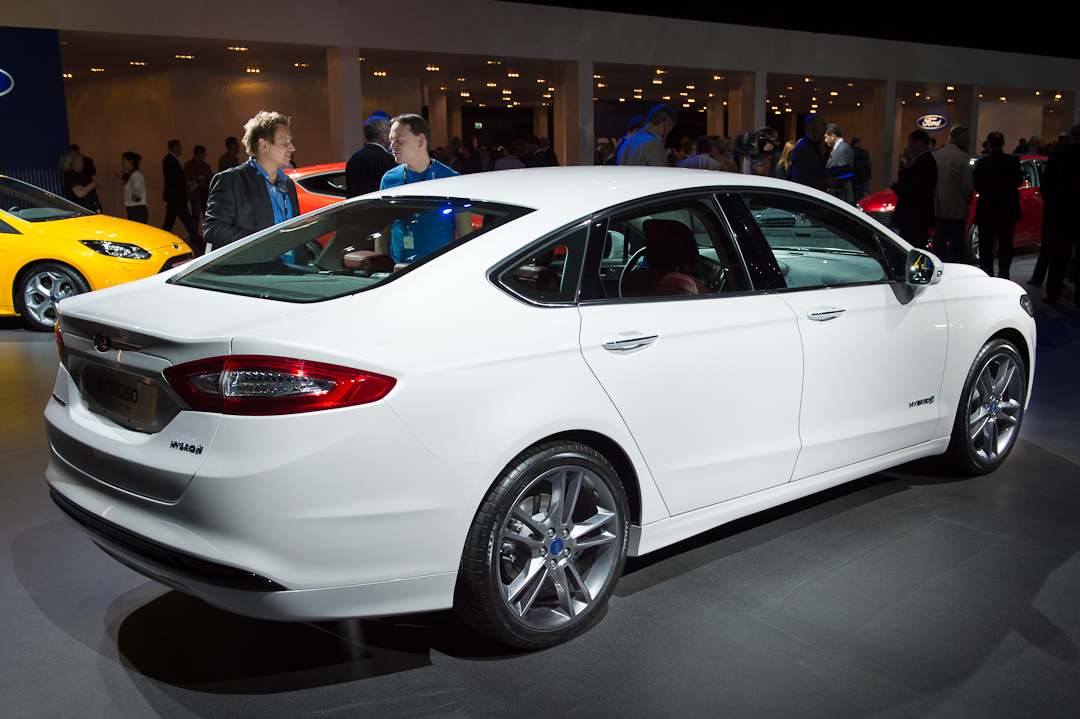 2012-ford-mondeo-sedan-limousine-hybrid-electric-white-weiss004