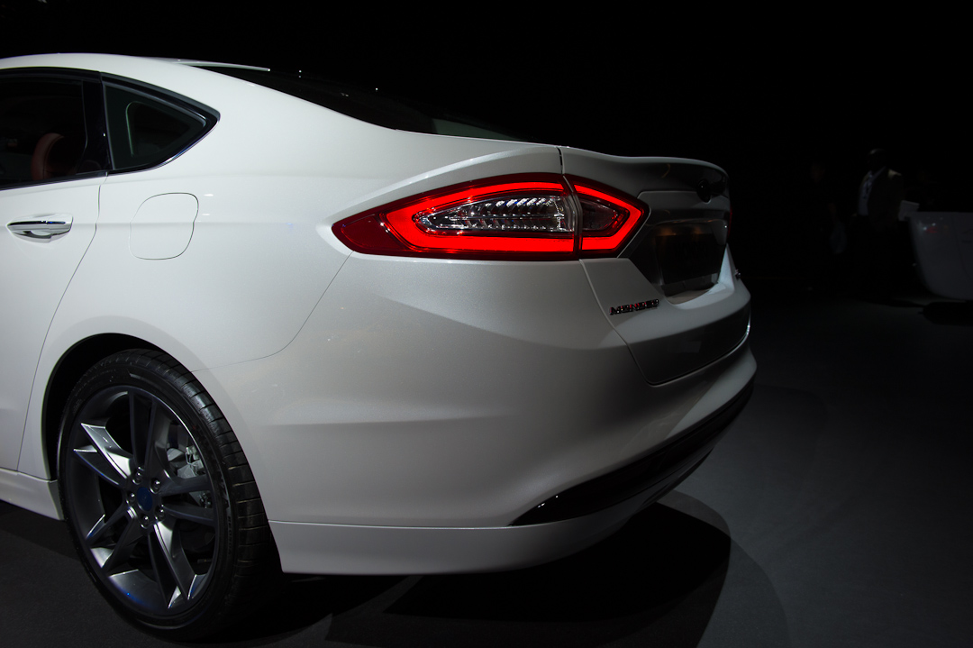 2012-ford-mondeo-sedan-limousine-hybrid-electric-white-weiss005