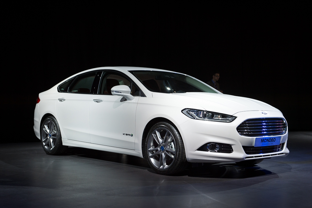 2012-ford-mondeo-sedan-limousine-hybrid-electric-white-weiss001