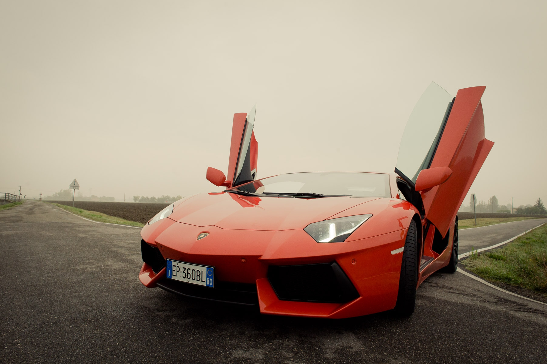 2013-lamborghini-aventador-lp700-4-orange-48