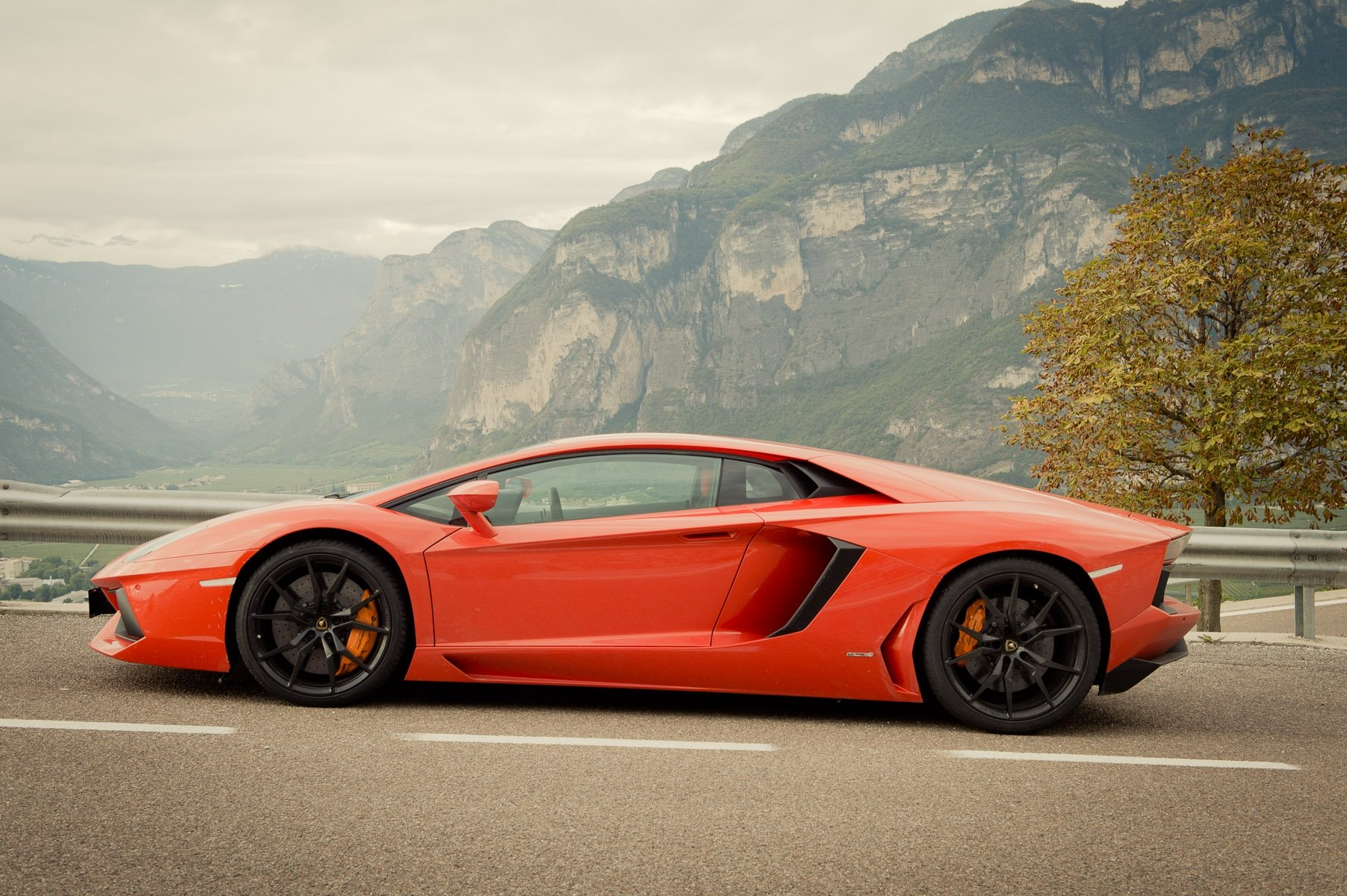 2013-lamborghini-aventador-lp700-4-orange-23