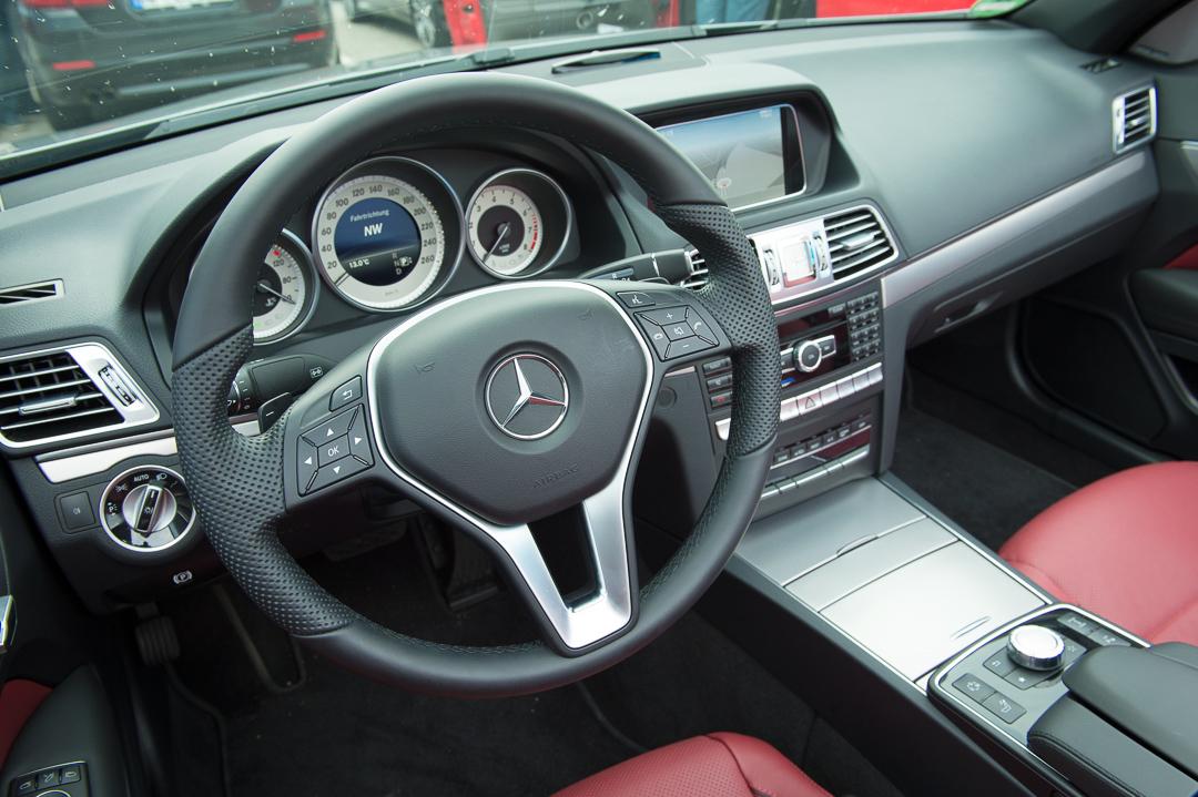 2013-mercedes-benz-e400-cabriolet-v6-silber-innen-rot-18
