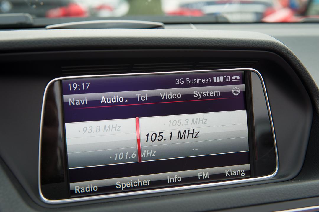 2013-mercedes-benz-e400-cabriolet-v6-silber-innen-rot-24