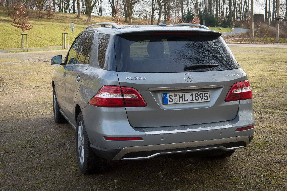 2013-mercedes-benz-ml-350-bluetec-4matic-grau-17