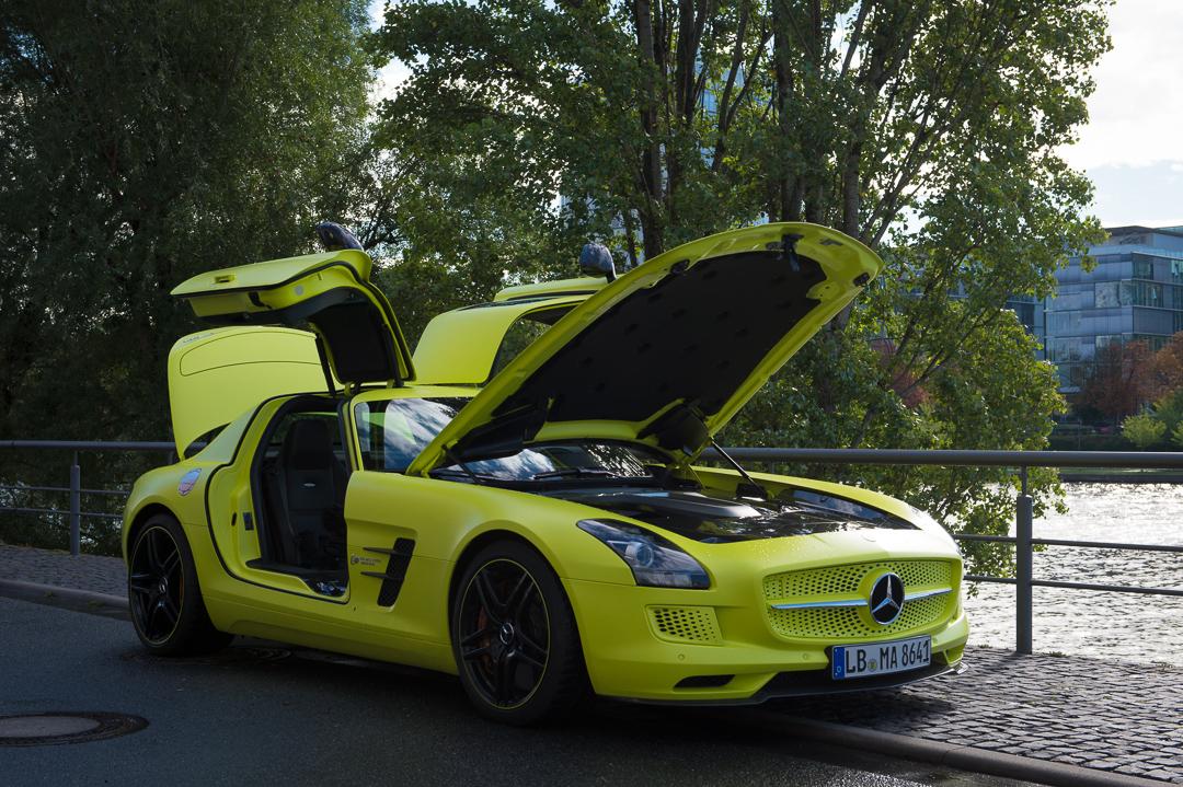 2013-mercedes-benz-sls-amg-electric-drive-gelb-01