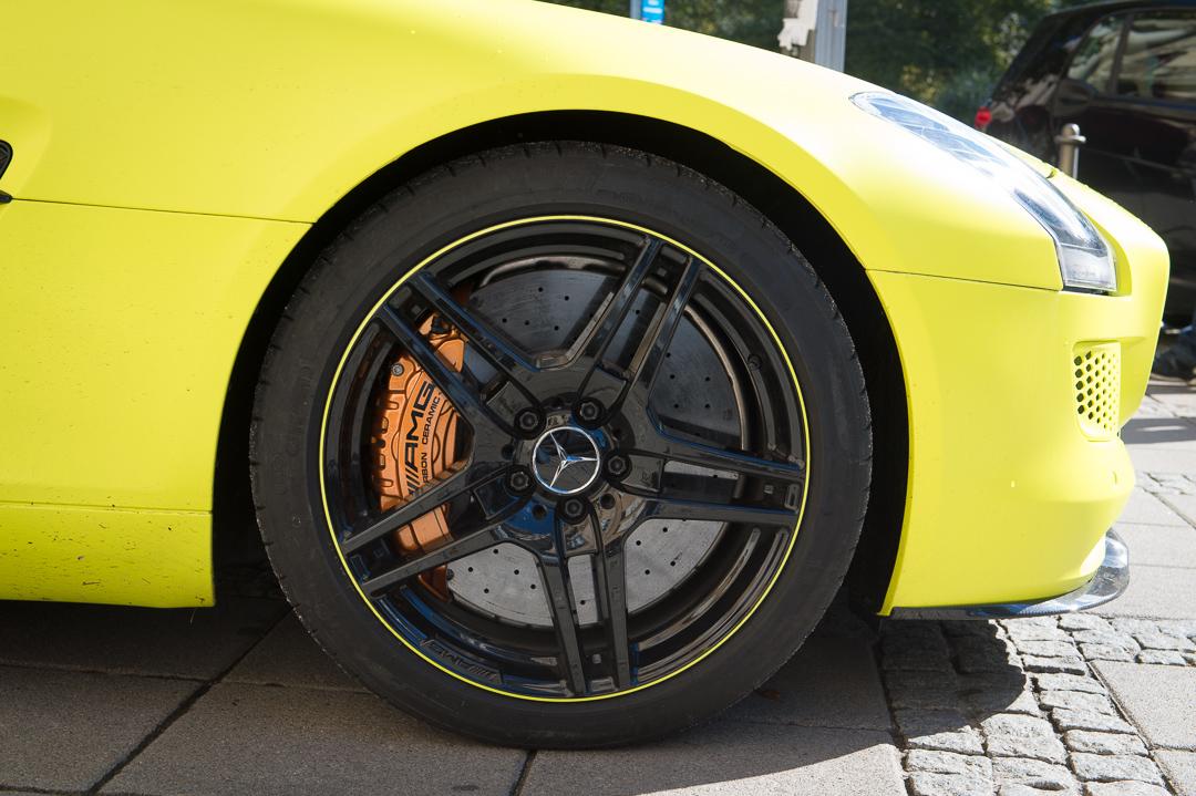 2013-mercedes-benz-sls-amg-electric-drive-gelb-18