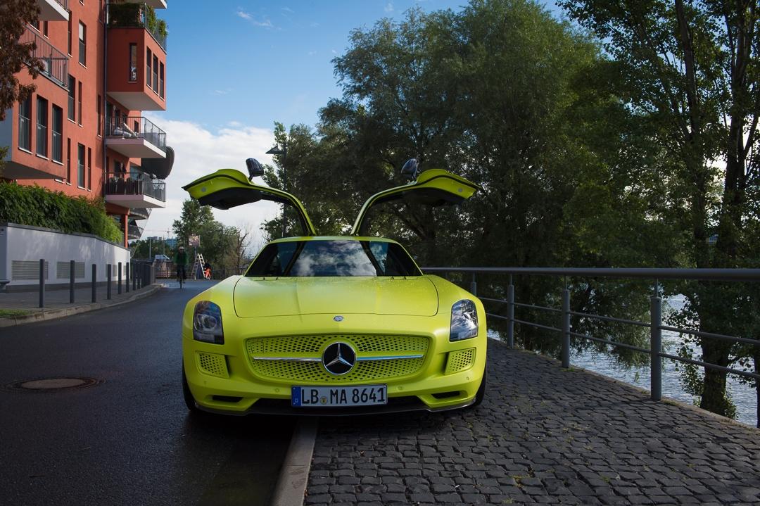 Einmal durch Frankfurt mit dem 2013 Mercedes-Benz SLS AMG electric drive