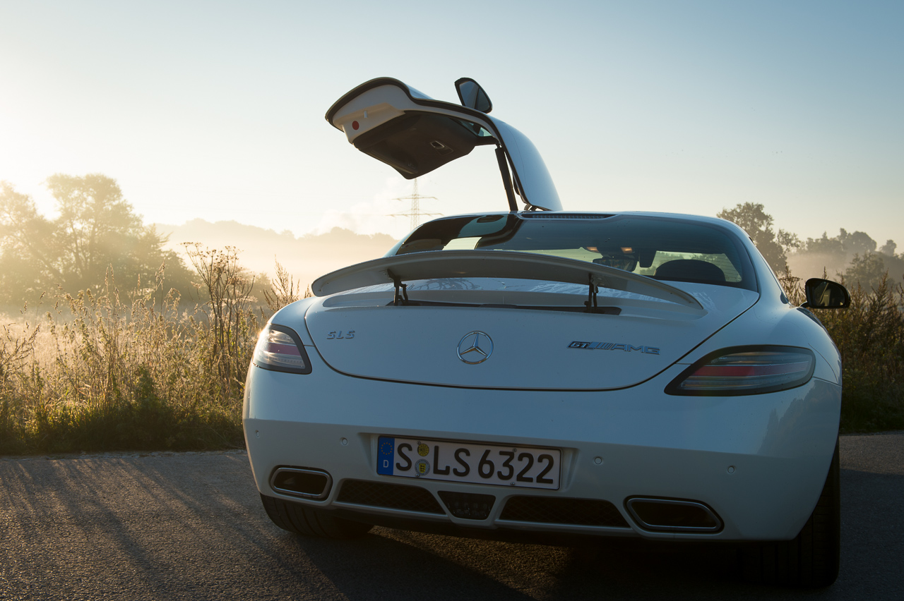 2013-mercedes-benz-sls-amg-gt-coupe-weiss-09
