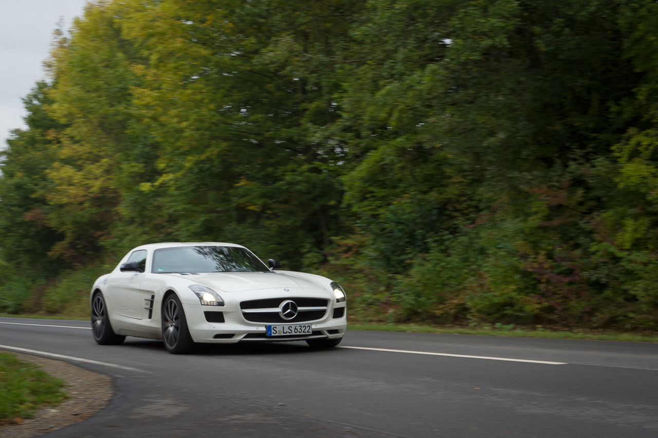 2013-mercedes-benz-sls-amg-gt-coupe-weiss-26