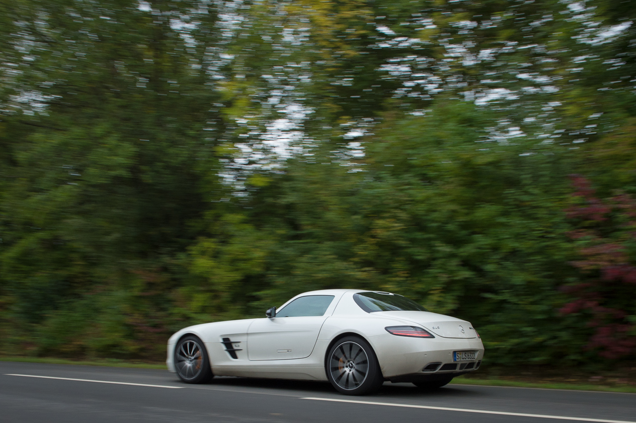 2013-mercedes-benz-sls-amg-gt-coupe-weiss-29