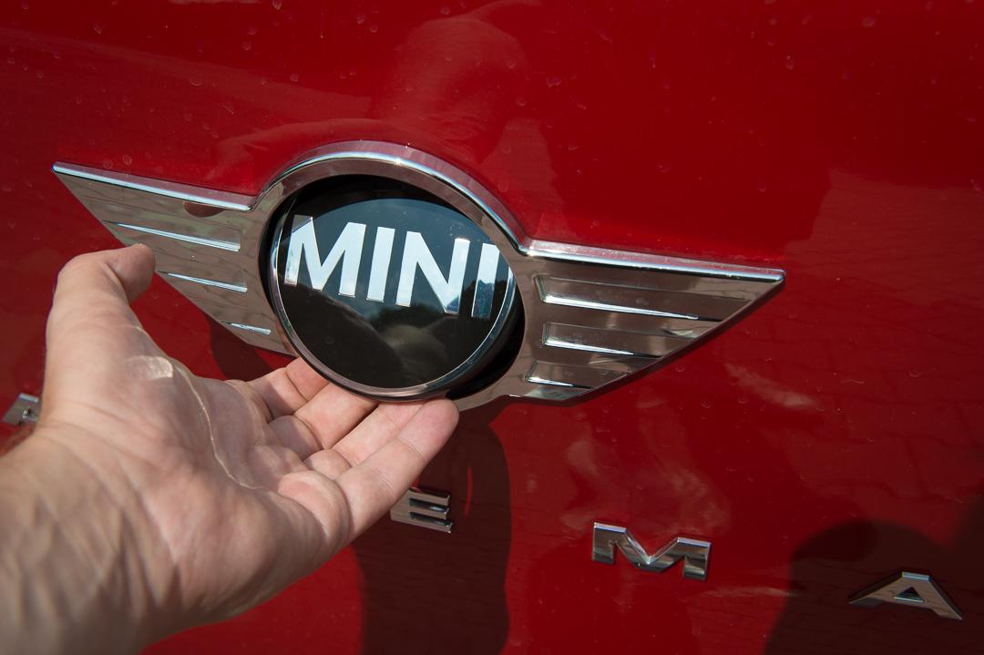 2013-mini-cooper-sd-paceman-blazing-red-22