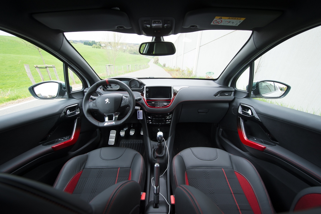 2013 peugeot 208 gti erste probefahrt mit dem kompakten. Black Bedroom Furniture Sets. Home Design Ideas