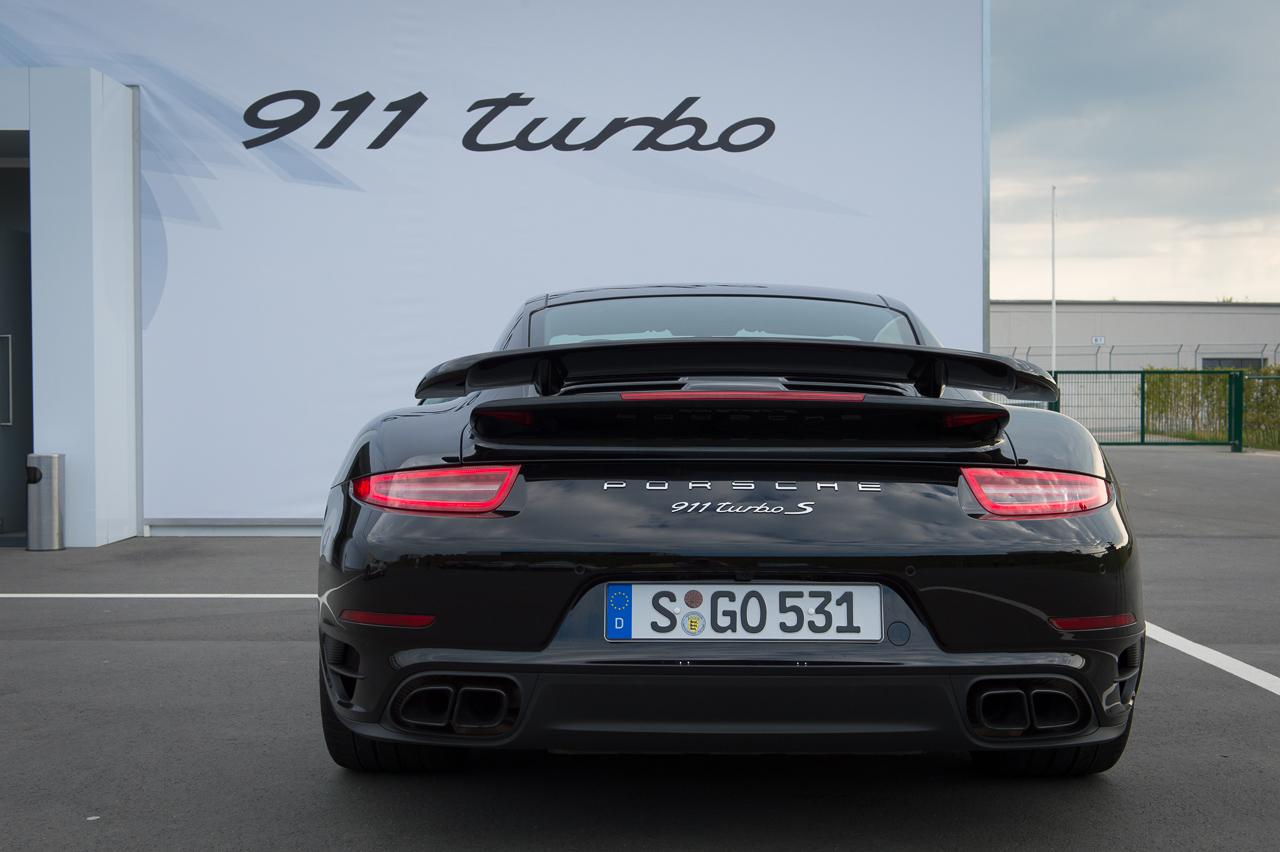 2013-porsche-911-turbo-s-991-schwarz-02