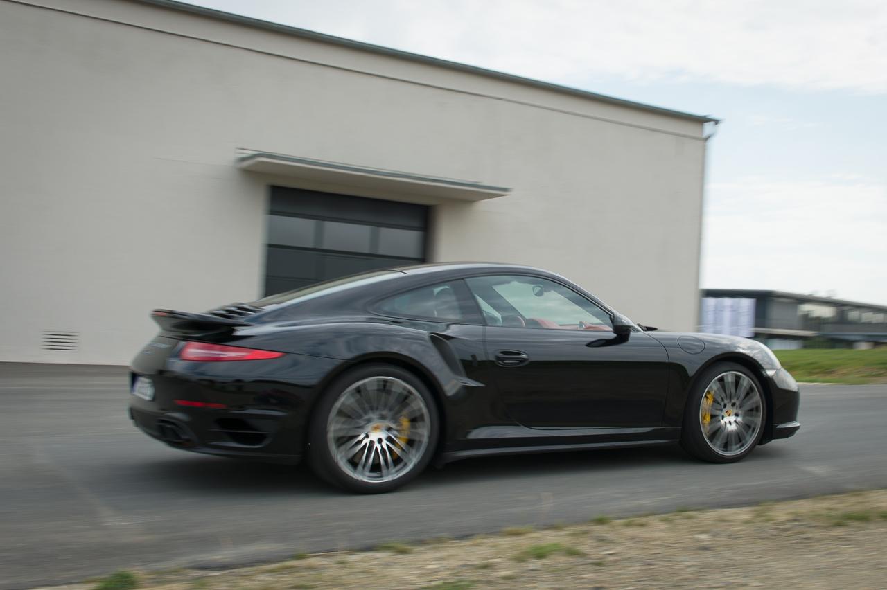 2013-porsche-911-turbo-s-991-schwarz-08
