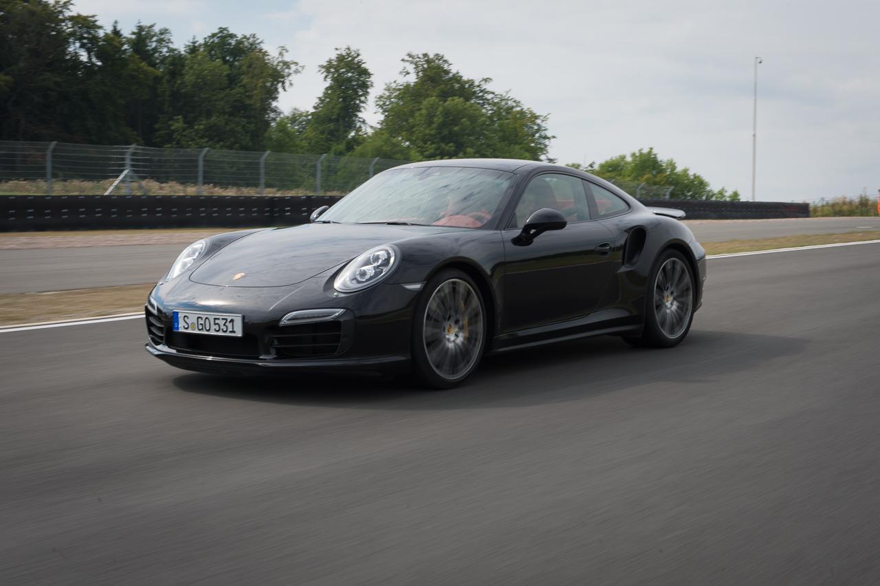 2013-porsche-911-turbo-s-991-schwarz-11