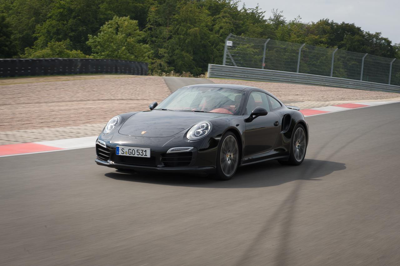 2013-porsche-911-turbo-s-991-schwarz-12