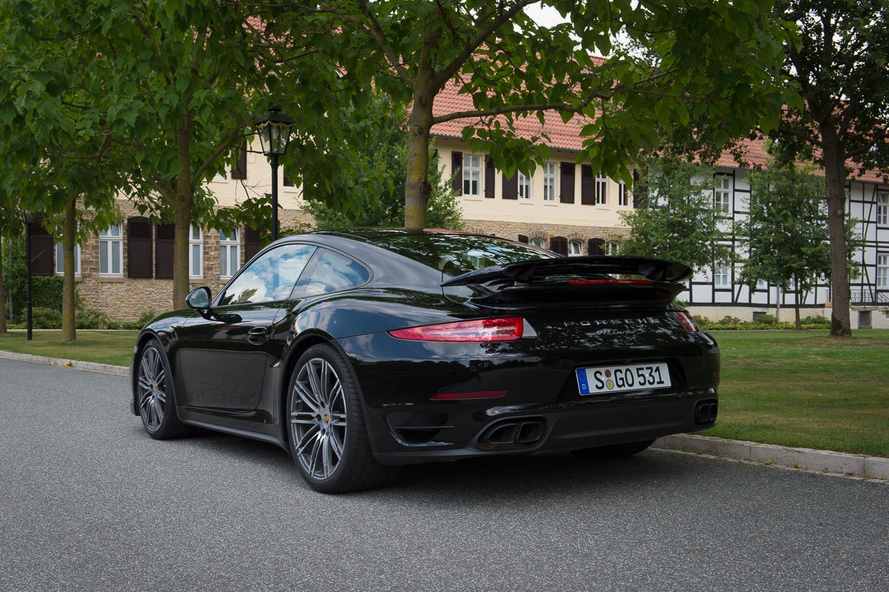 2013-porsche-911-turbo-s-991-schwarz-15