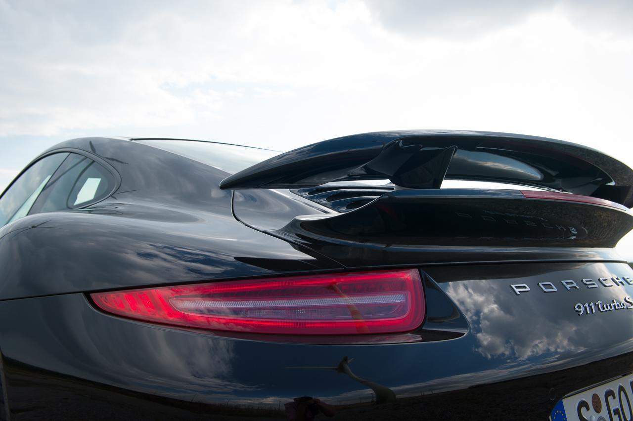2013-porsche-911-turbo-s-991-schwarz-22
