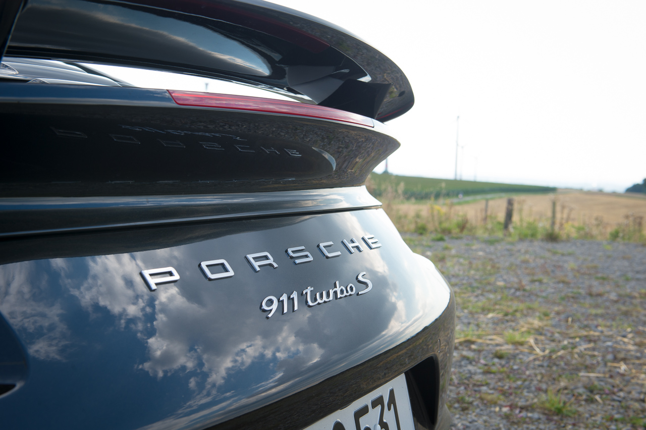2013-porsche-911-turbo-s-991-schwarz-23