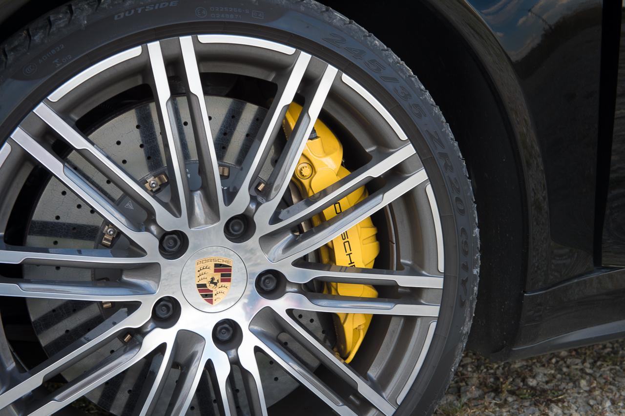 2013-porsche-911-turbo-s-991-schwarz-25