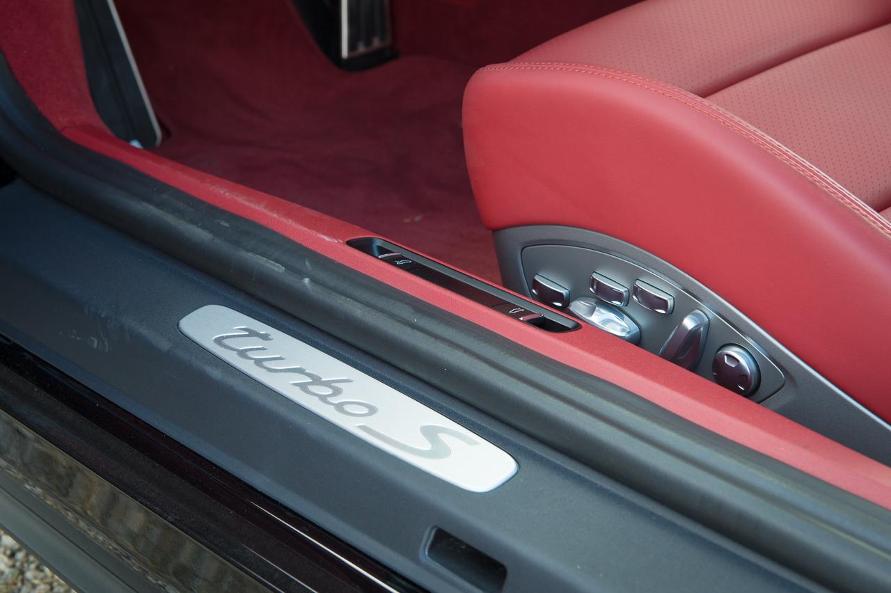2013-porsche-911-turbo-s-991-schwarz-30