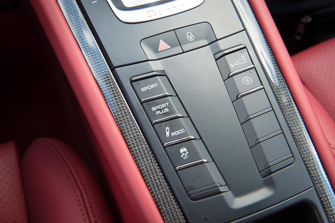 2013-porsche-911-turbo-s-991-schwarz-35