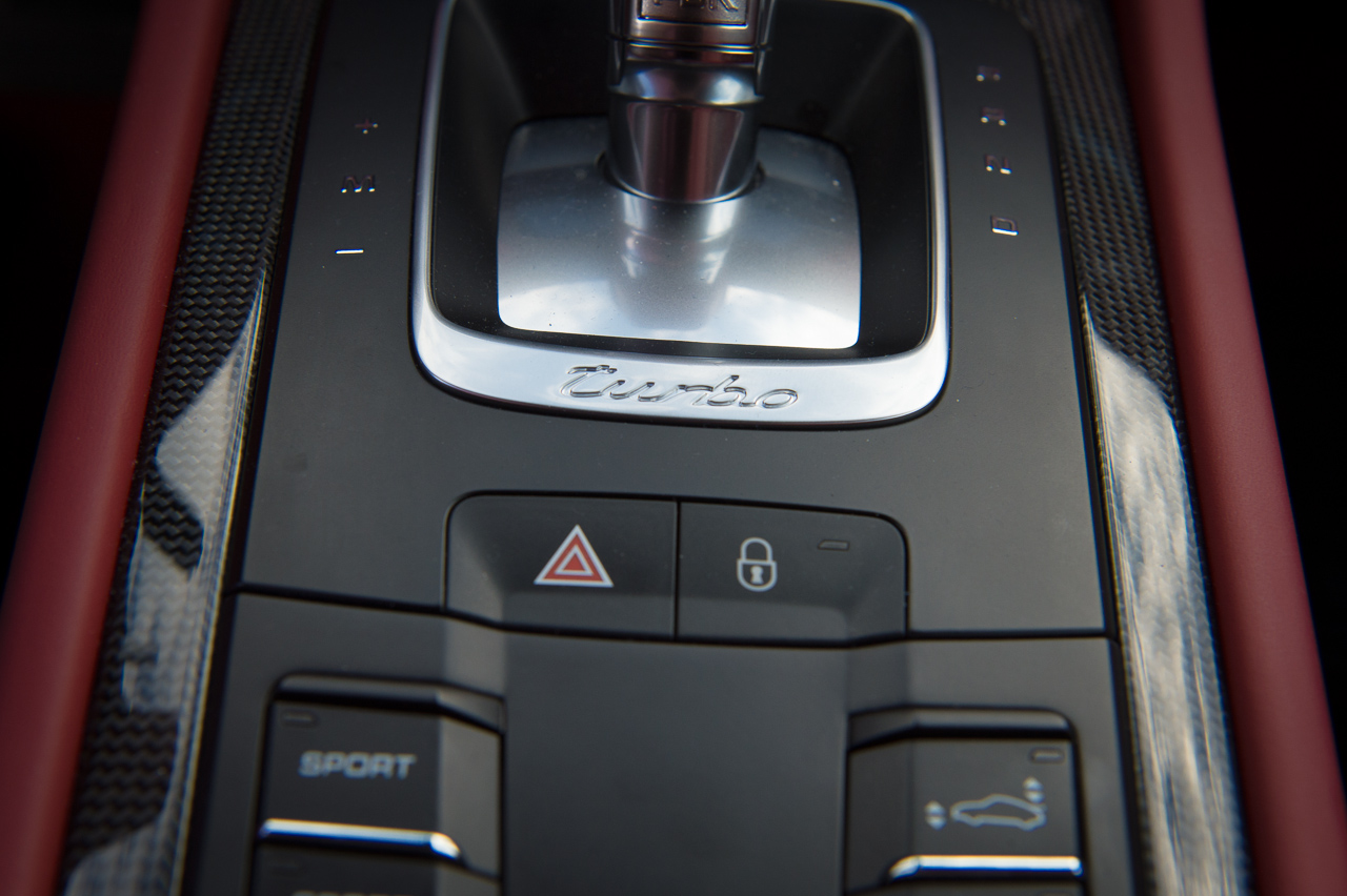2013-porsche-911-turbo-s-991-schwarz-36