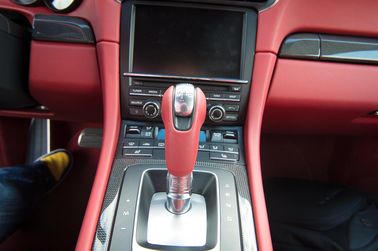 2013-porsche-911-turbo-s-991-schwarz-37