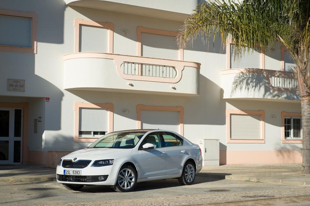 2013-skoda-octavia-iii-limousine-weiss-portugal-faro-9223