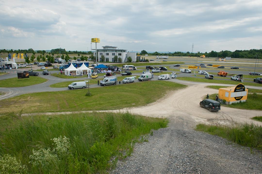 2013-volkswagen-vw-amarok-4motion-laatzen-silber-07