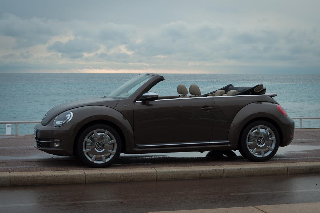 angefahren toffeebraunes vw beetle cabriolet 70 s 2 0 tdi. Black Bedroom Furniture Sets. Home Design Ideas